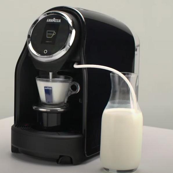 Cafetera con espumador de leche